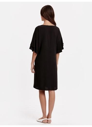 LC Waikiki Kolları Volanlı Maroken Elbise Siyah